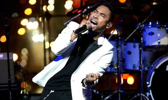 miguel-billboard-awards-2013-SL