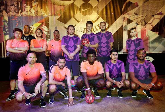 Nike Fotball XGroepsfoto journalistenFoto ; Pim Ras